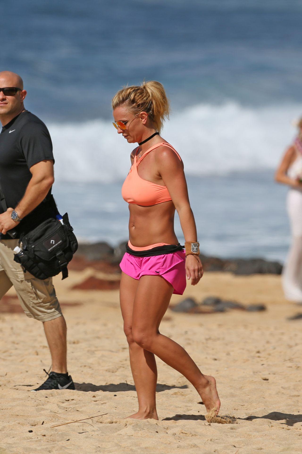 Brittney spears bikini pictures — img 1