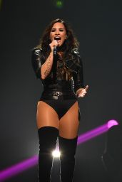 Demi Lovato - Performing in San Jose in California, August 2016