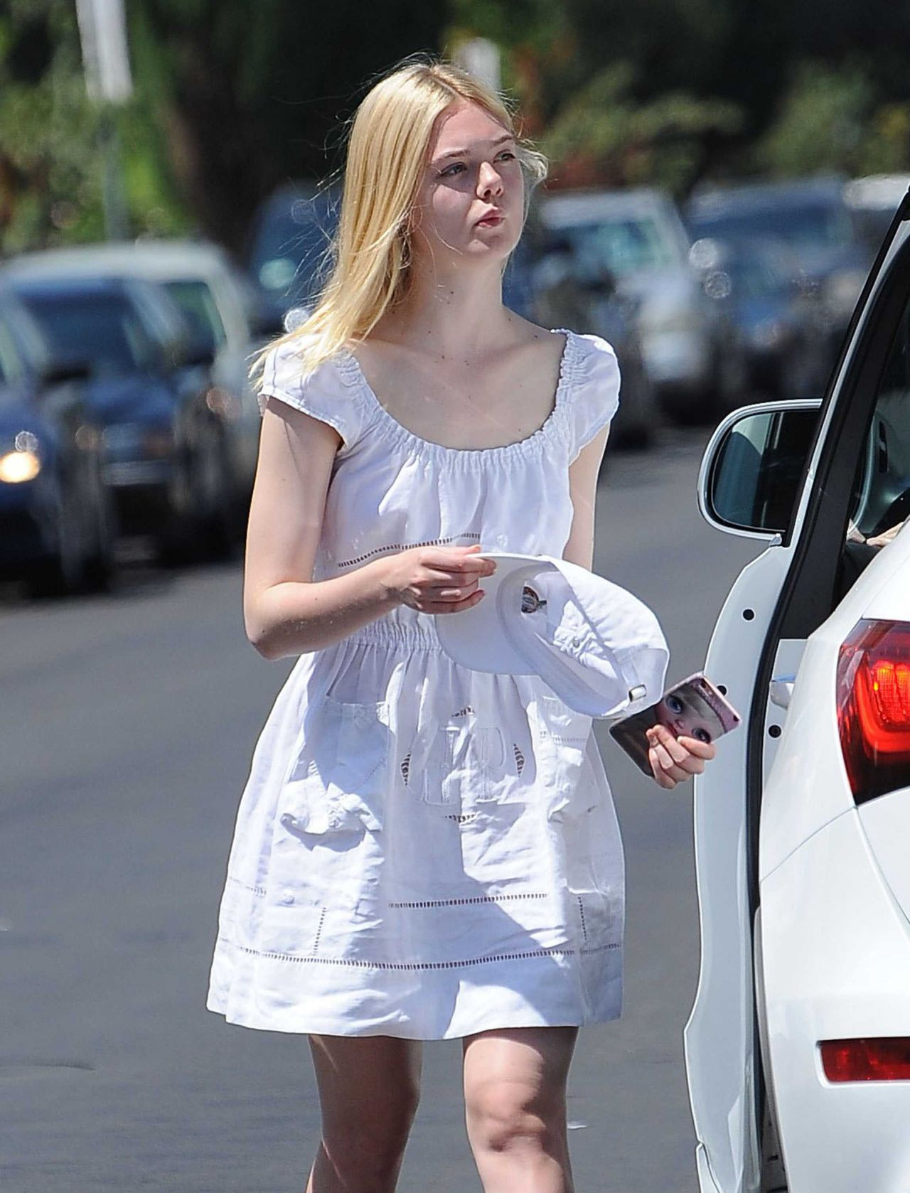 Elle fanning out in west hollywood 8 29 2016 for Le elle apartments west hollywood