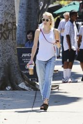Emma Roberts - Grab Lunch at Sam