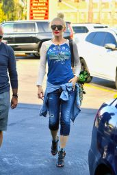 Gwen Stefani Urban Outfit - Leaving a Massage Place in Beverly Hills 8/28/2016