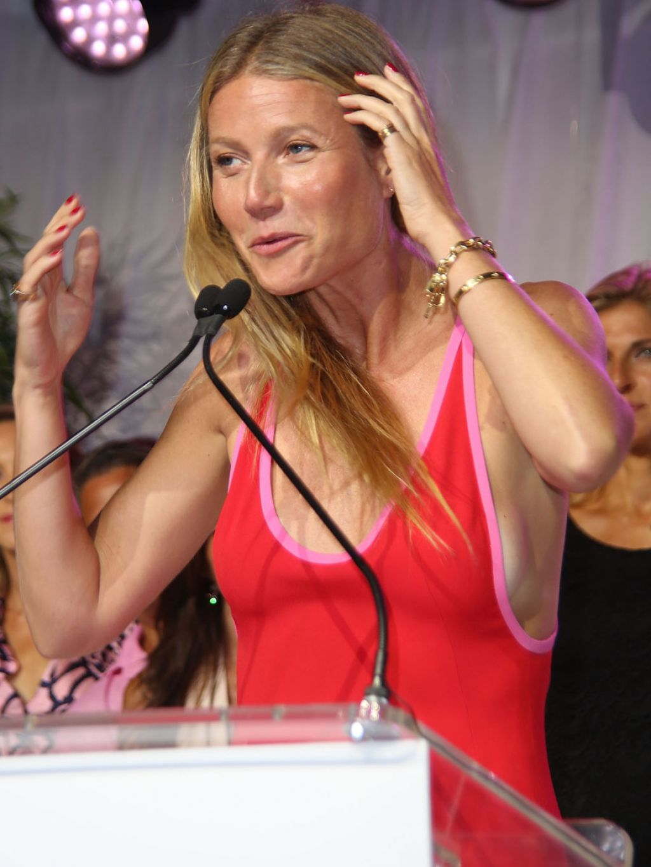 [Image: gwyneth-paltrow-at-the-hamptons-paddle-p...016-13.jpg]