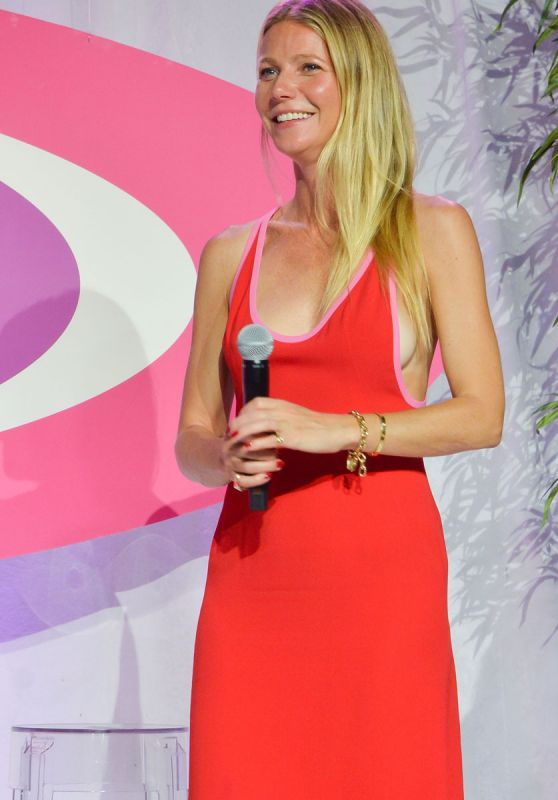 Gwyneth Paltrow at the Hamptons Paddle & Party For Pink, August 2016