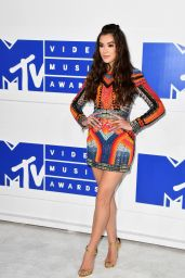 Hailee Steinfeld – MTV Video Music Awards 2016 in New York City 8/28/2016