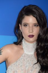 Halsey – MTV Video Music Awards 2016 in New York City 8/28/2016