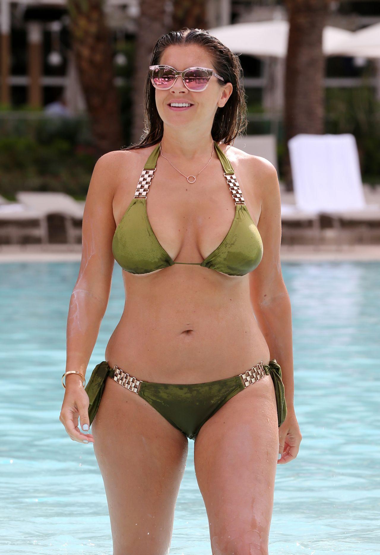 Hot sexy bikini babe