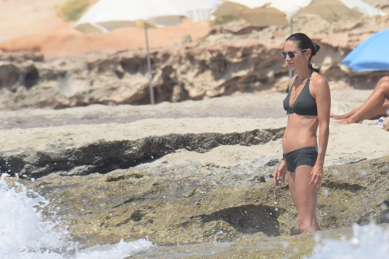 jennifer connelly bikini photos