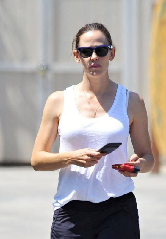 Jennifer Garner -  Beach in Malibu 8/3/2016