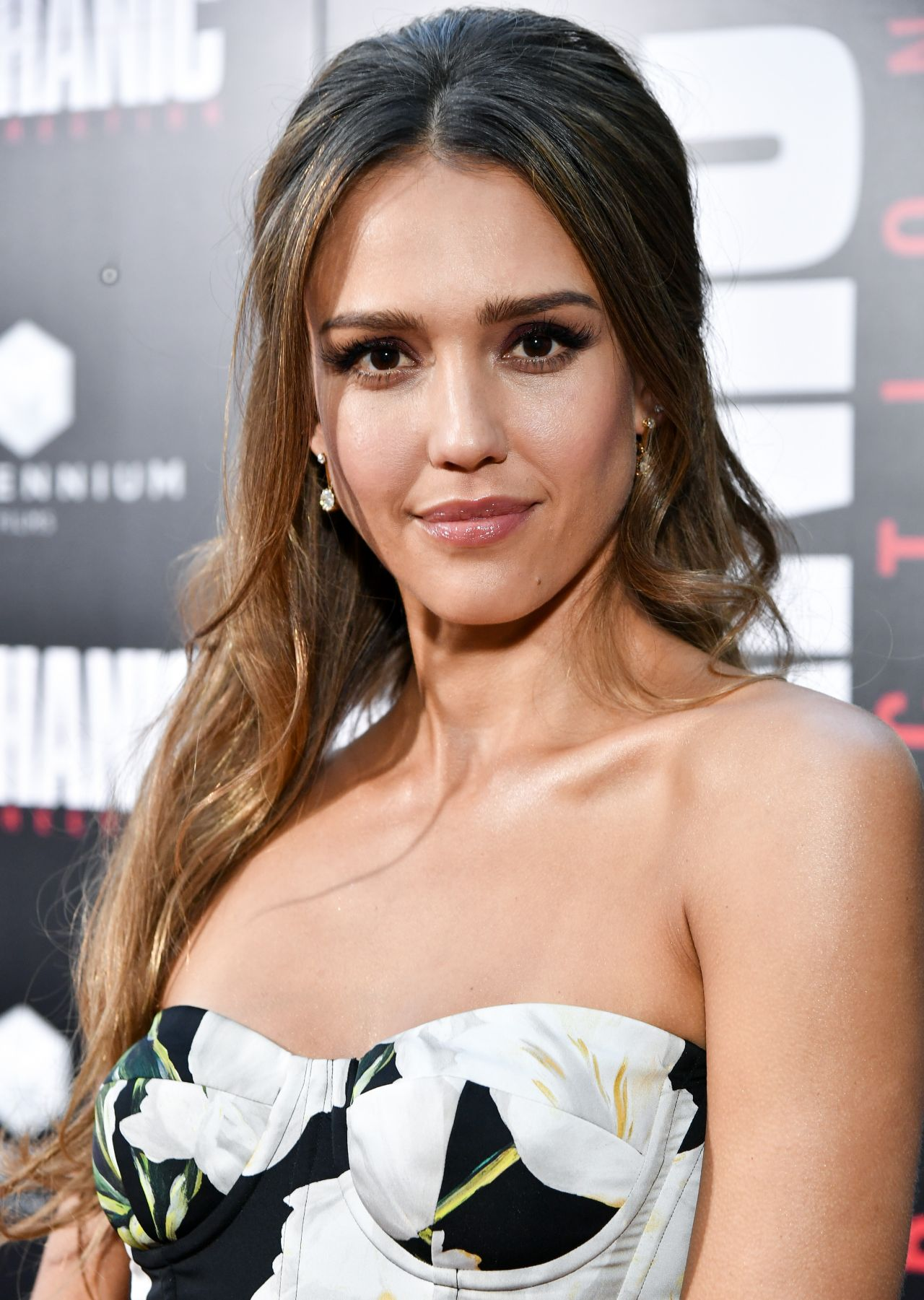 http://celebmafia.com/wp-content/uploads/2016/08/jessica-alba-mechanic-resurrection-premiere-in-los-angeles-08-22-2016-1.jpg