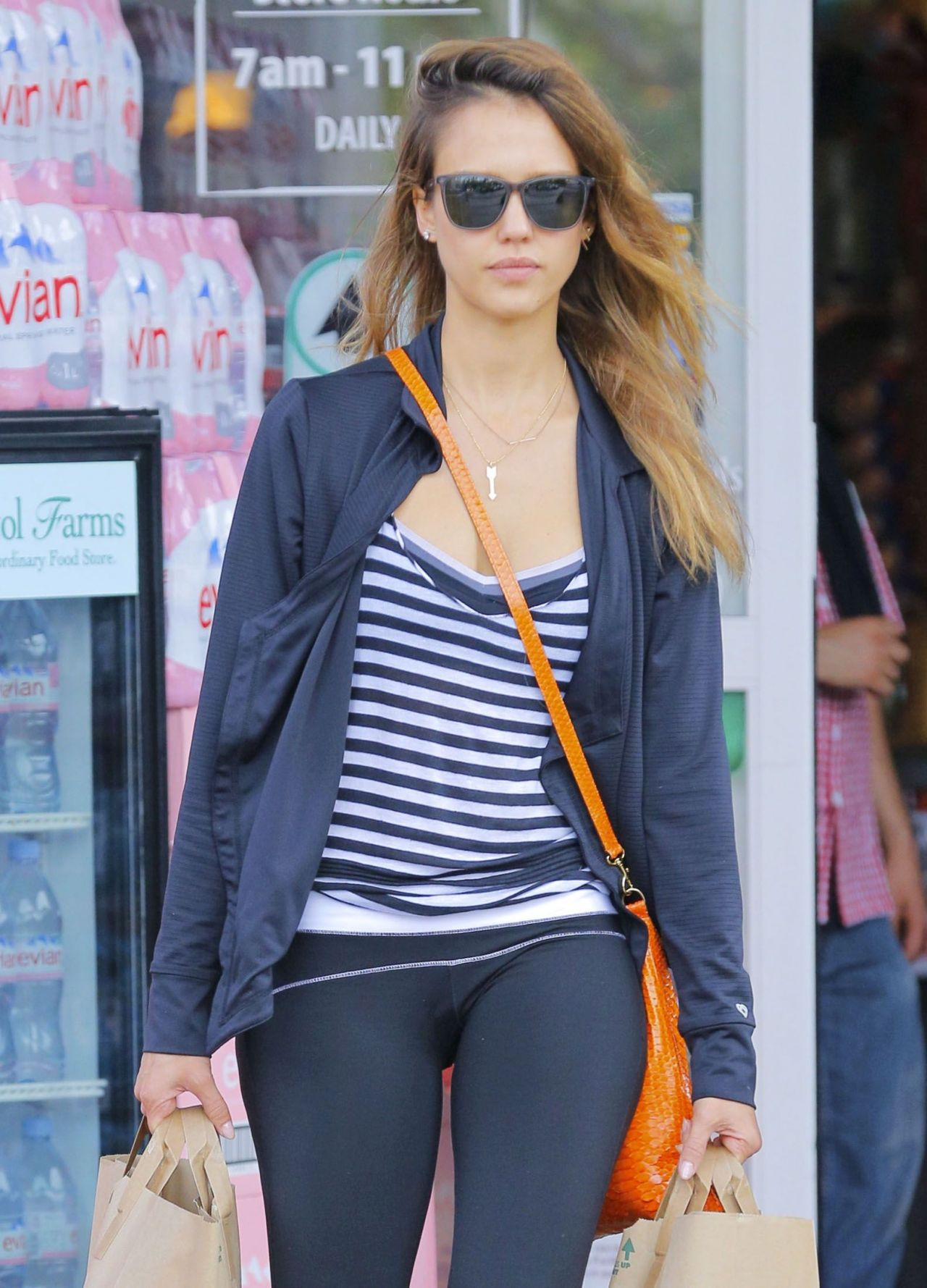Jessica Alba Street Style Shopping In Beverly Hills 8 10 2016