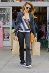Jessica Alba Street Style - Shopping in Beverly Hills 8/10/2016