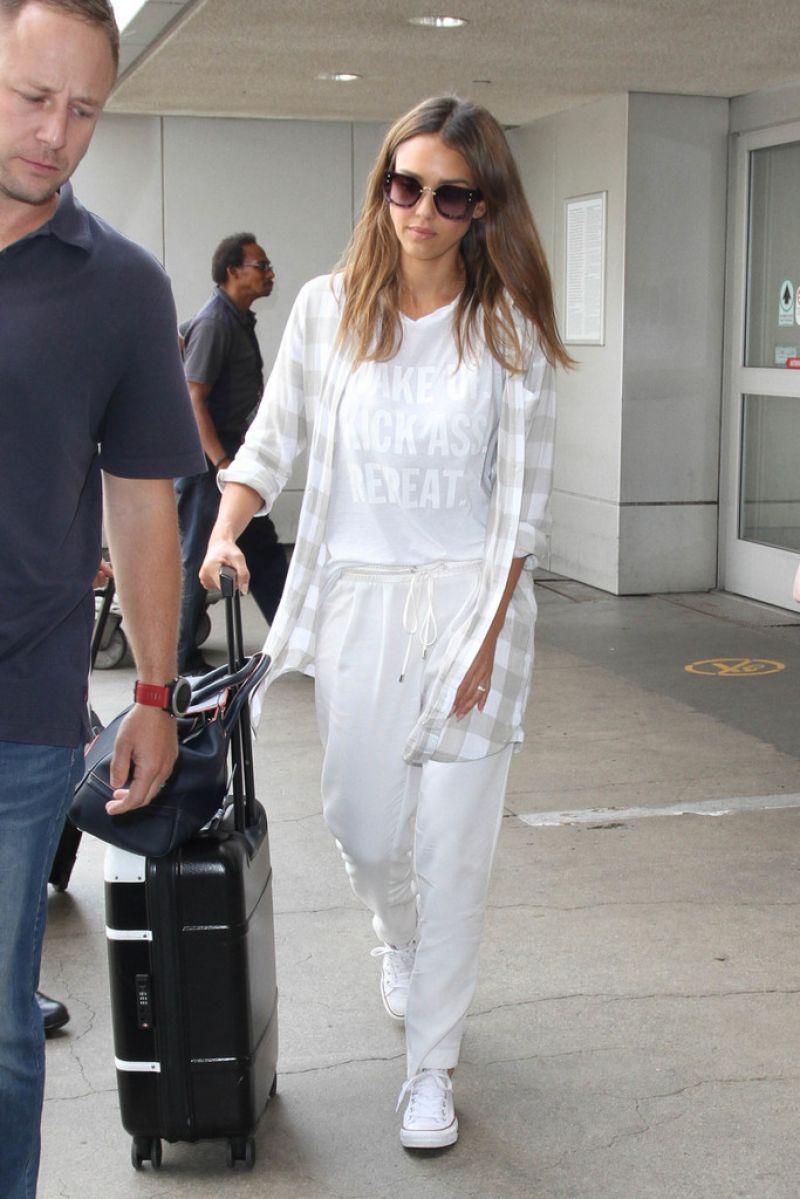 Jessica Alba Travel Outfit Lax In La 8 26 2016