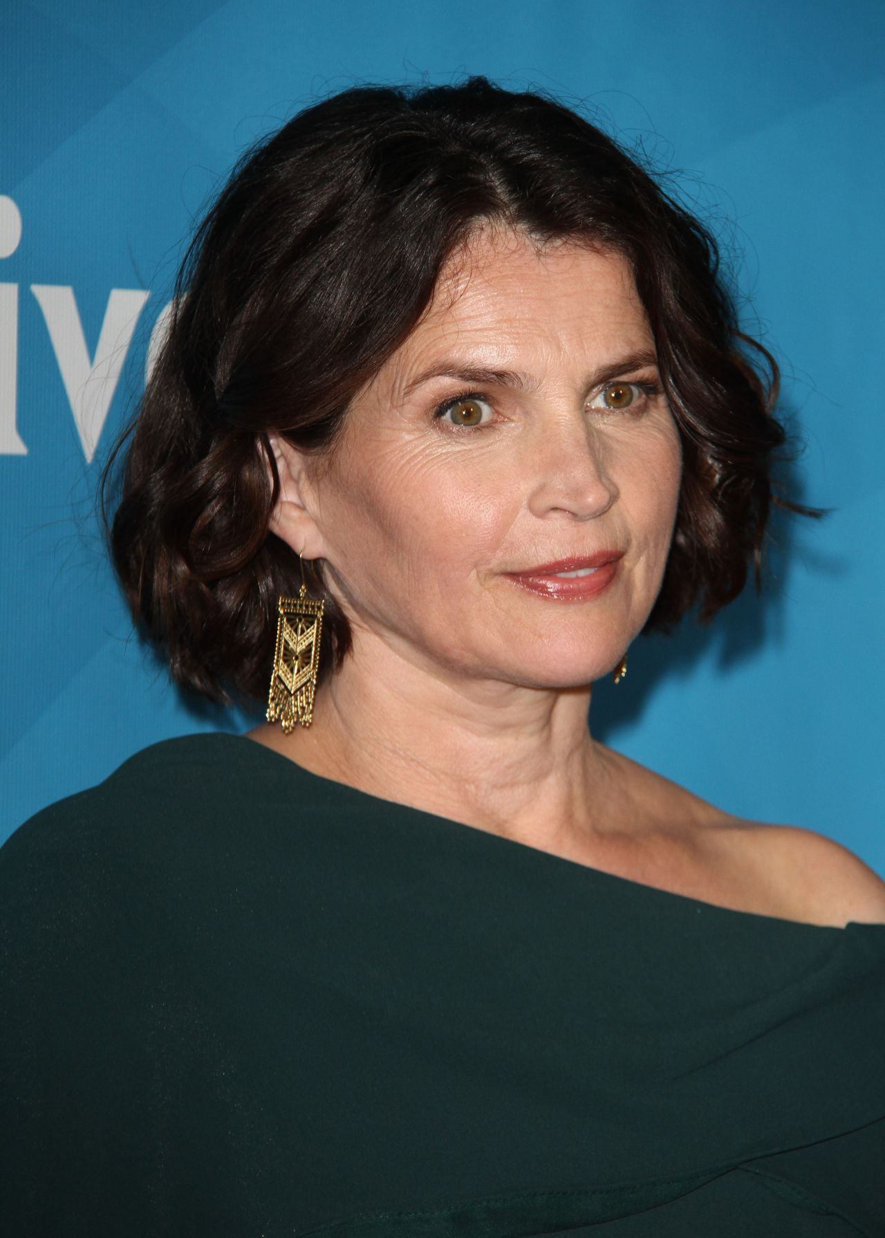Julia Ormond Height Weight Body Measurements Bra Size Age: NBCUniversal Press Day