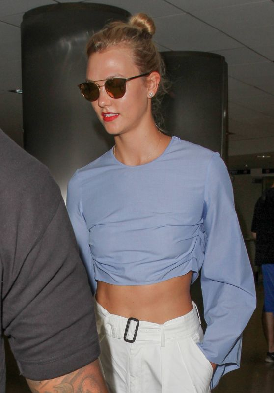 Karlie Kloss Travel Outfit - LAX 8/16/2016