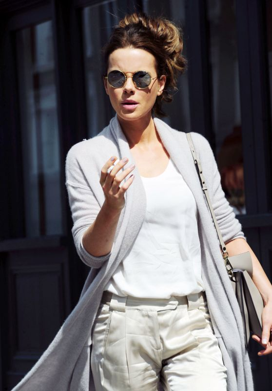 Kate Beckinsale - Shoppingl in London 8/3/2016