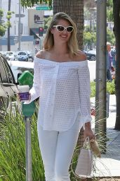 Kate Upton Outfit Ideas - Leaving Coffee Bean & Tea Leaf in Beverly Hills 8/11/2016