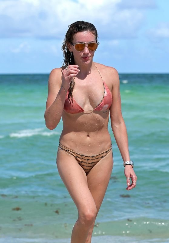 Katie Cassidy Hot in Bikini - Beach in Miami, August 2016