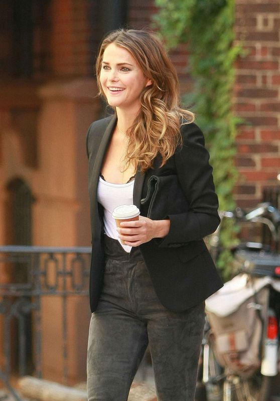 Keri Russell Casual Chic Outfit - Leaves Her Home in NY, August 2016