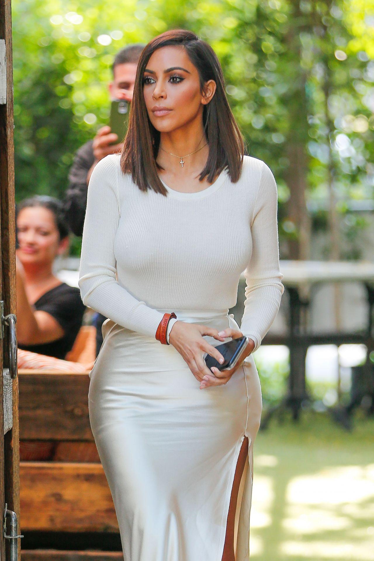 kim kardashian classy fashion  at the villa restaurant in
