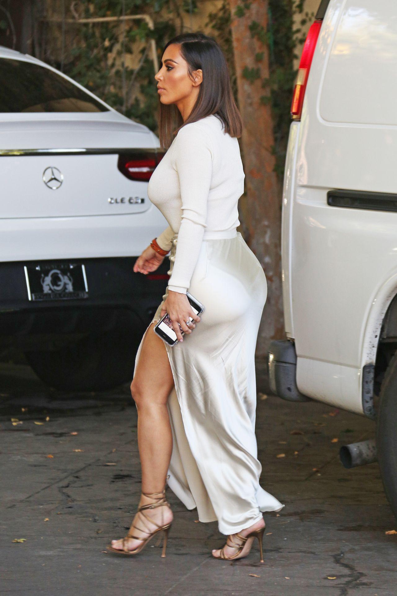 Kim Kardashian Classy Fashion At The Villa Restaurant In Woodland Hills August 2016