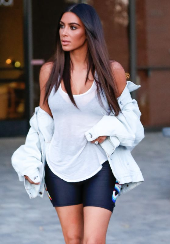 Kim Kardashian Street Style - Westlake in California 8/12/2016