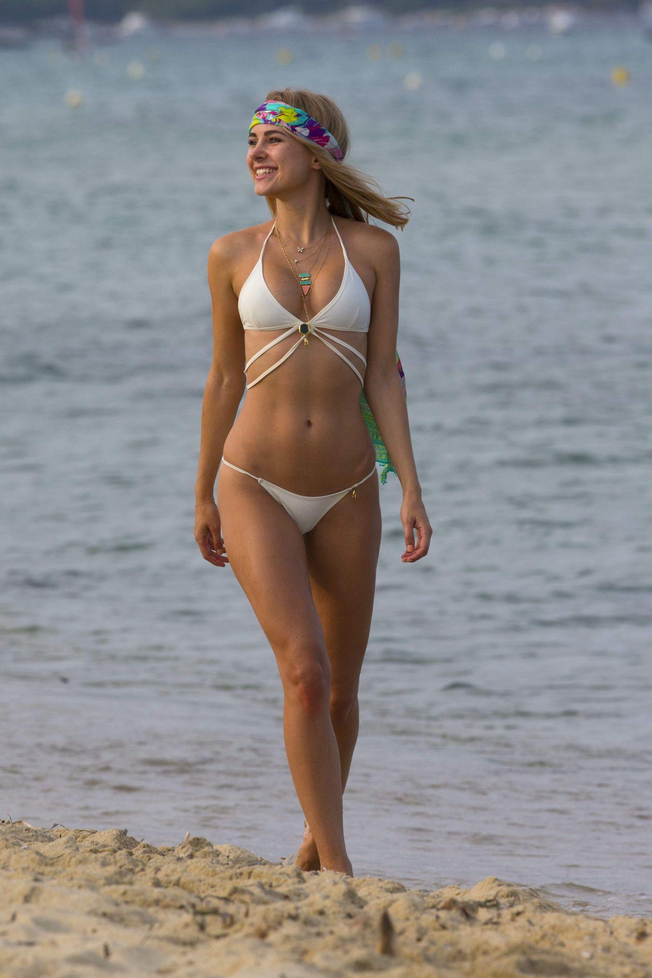 Kimberley Garner Hot In Bikini In St Tropez, France -7328