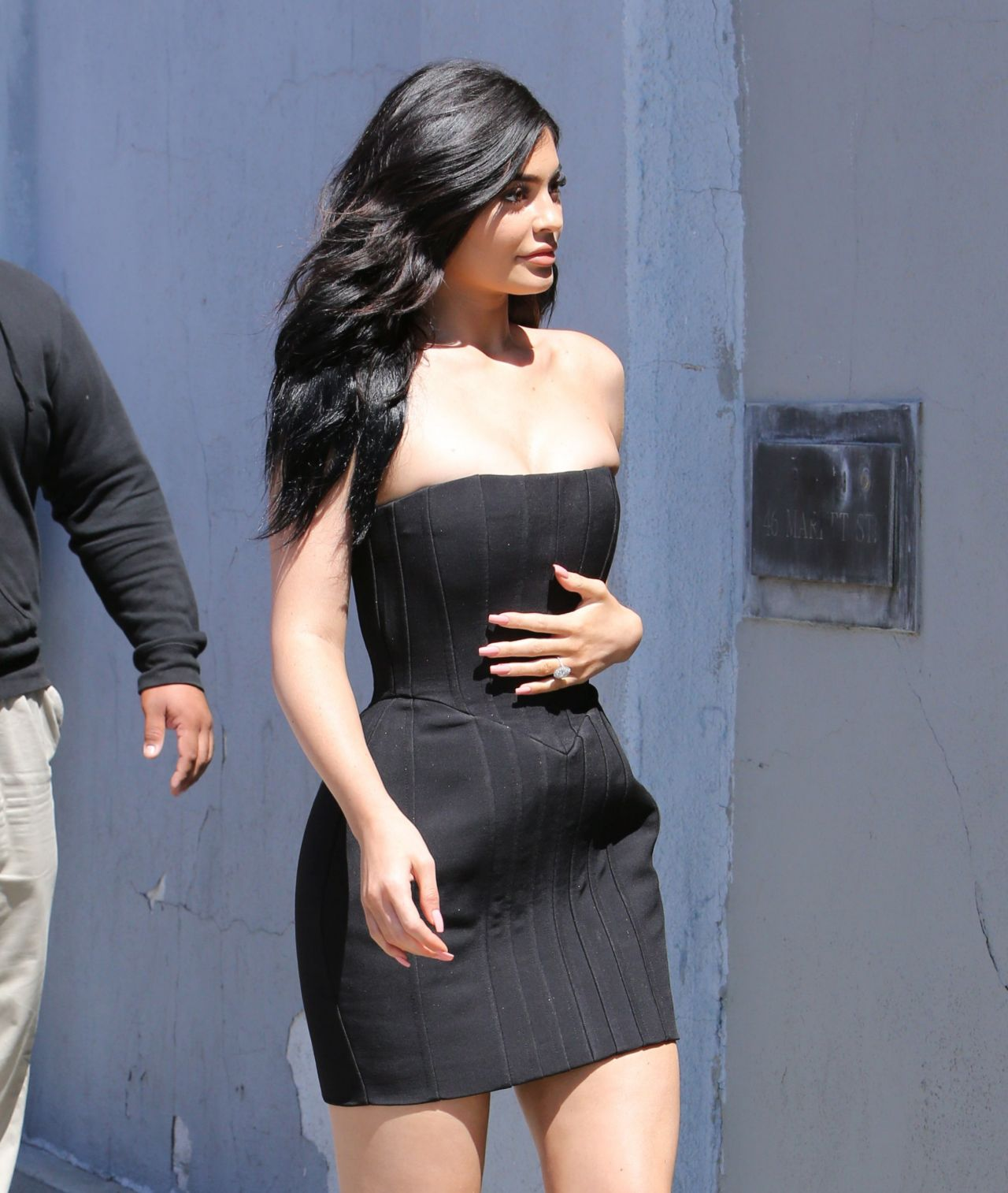 Kylie Jenner Hot In Mini Dress - At Maxfields In West -4511