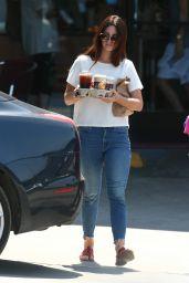 Lana Del Rey at Western Bagel in Los Angeles 8/20/2016