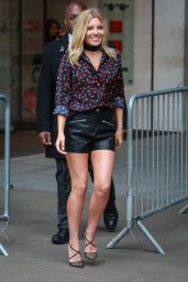Mollie King Style - Radio 1 in London 8/19/2016