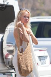 Pamela Anderson Out in Malibu 8/22/2016