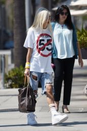 Pia Mia - All Girls Lunch at Il Fornaio in Los Angeles 8/24/2016
