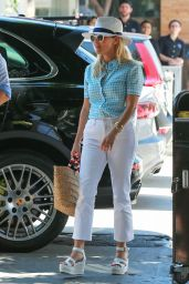 Reese Witherspoon Making Faces While Out to Lunch in Los Angeles, August 2016