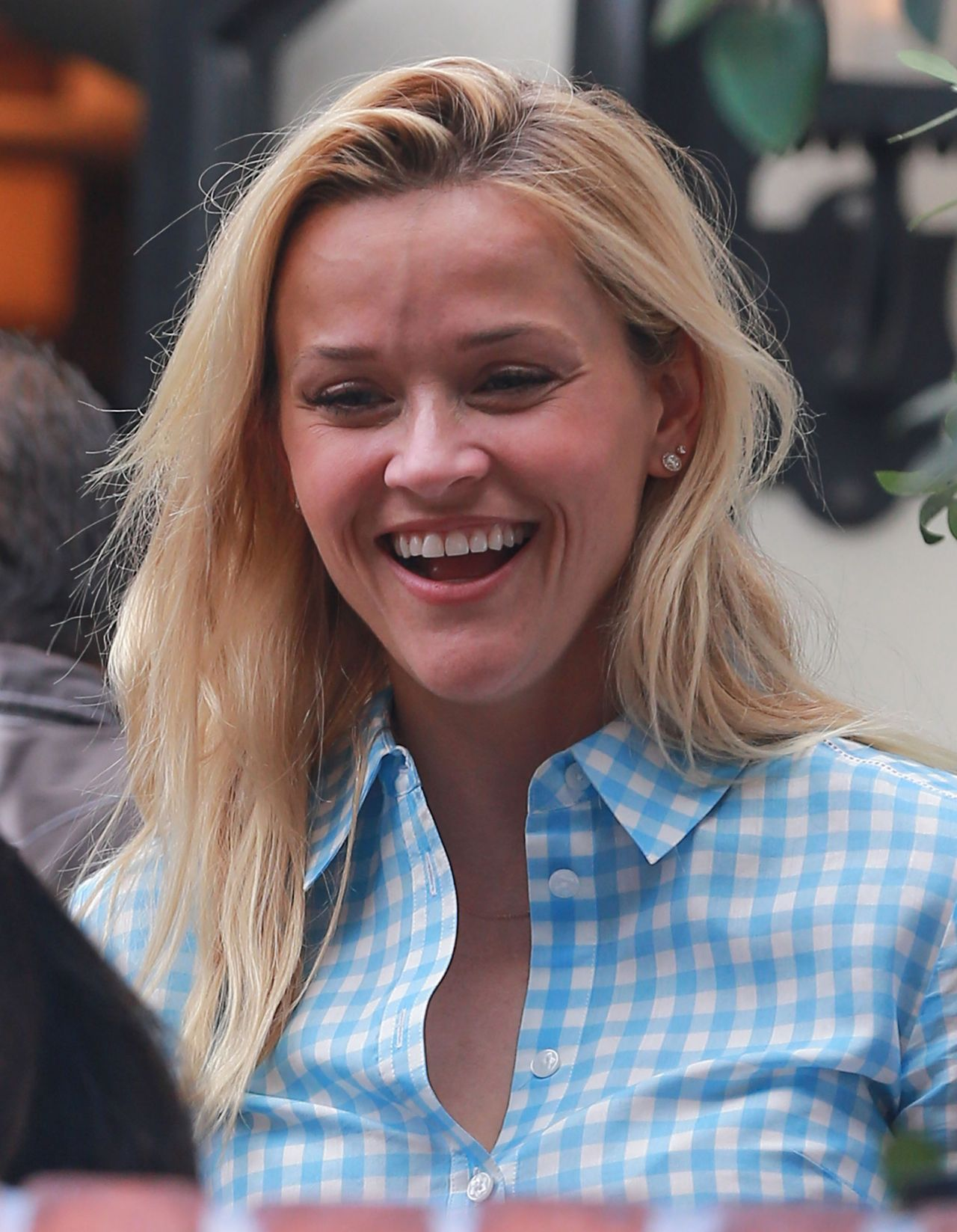 Reese Witherspoon Making Faces While Out to Lunch in Los ... Reese Witherspoon