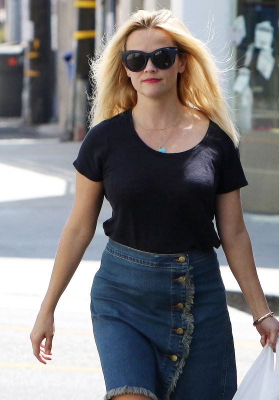 Reese Witherspoon - Shopping in Brentwood 8/30/2016