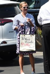 Reese Witherspoon Street Style - Los Angeles 03/08/2016
