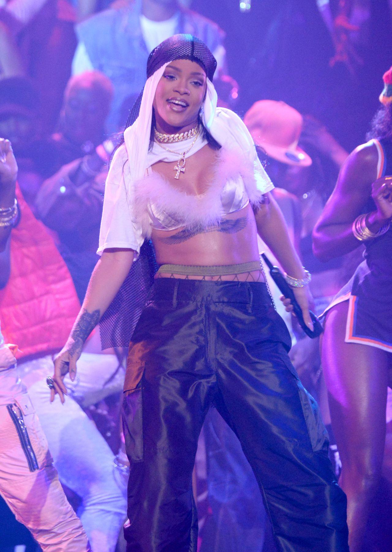 Rihanna Mtv Music Awards