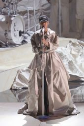 Rihanna Performs at MTV Video Music Awards 2016  in NYC