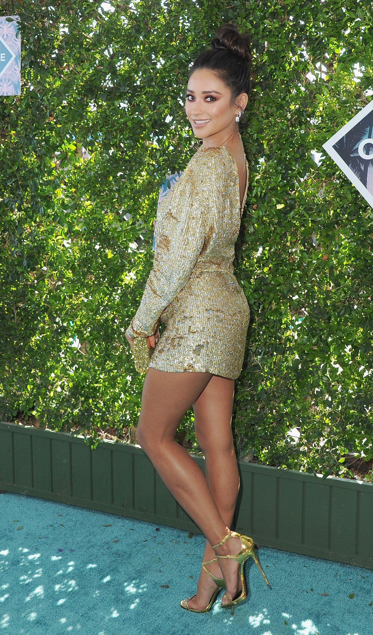 Shay Mitchell Teen Choice Awards 2016 In Inglewood Ca