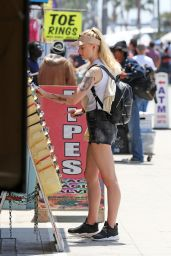 Sophie Turner at Venice Beach, August 2016