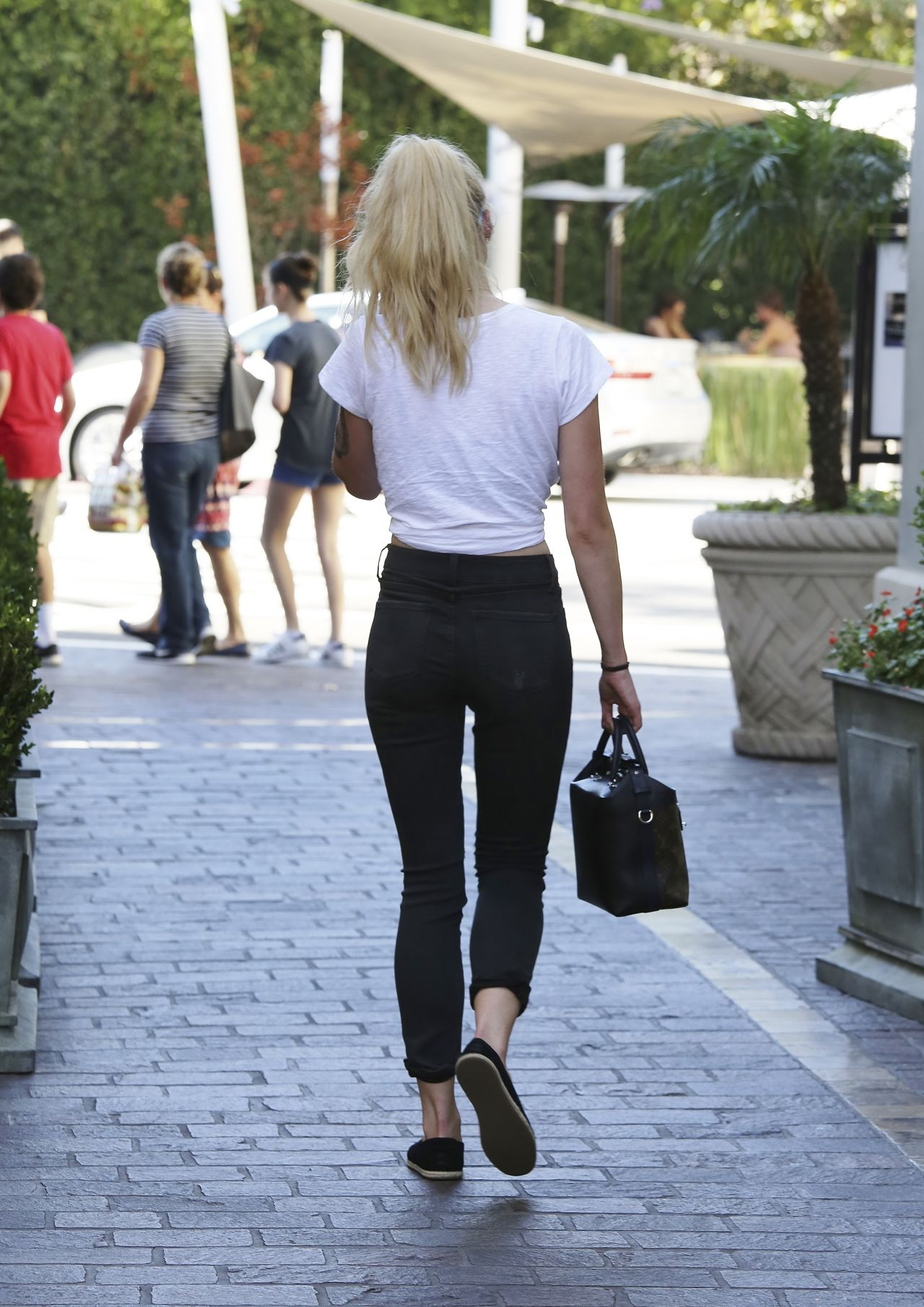 Sophie Turner - Booty in Tight Jeans - West Hollywood 8/18/2016