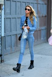 Stella Maxwell - Shopping in Soho in New York City 8/30/2016