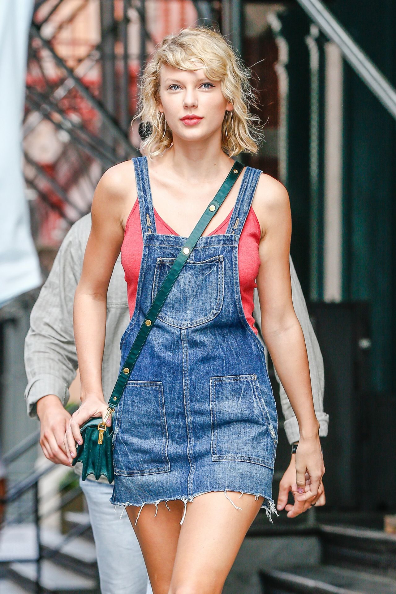 Taylor Swift Cute Outfit Ideas Leaving Her Apartment In