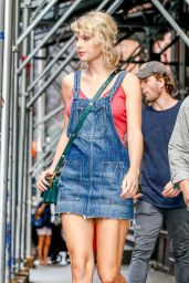 Taylor Swift Cute Outfit Ideas - Leaving Her Apartment in NYC 8/8/2016