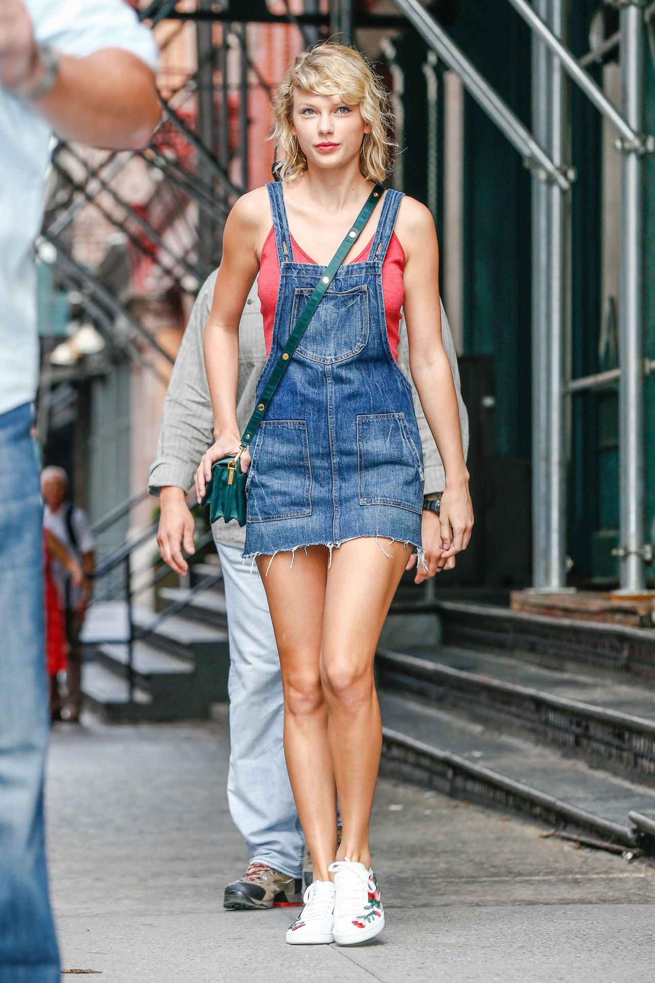 Taylor Swift Cute Outfit Ideas U2013 Leaving Her Apartment In NYC 8/8/2016