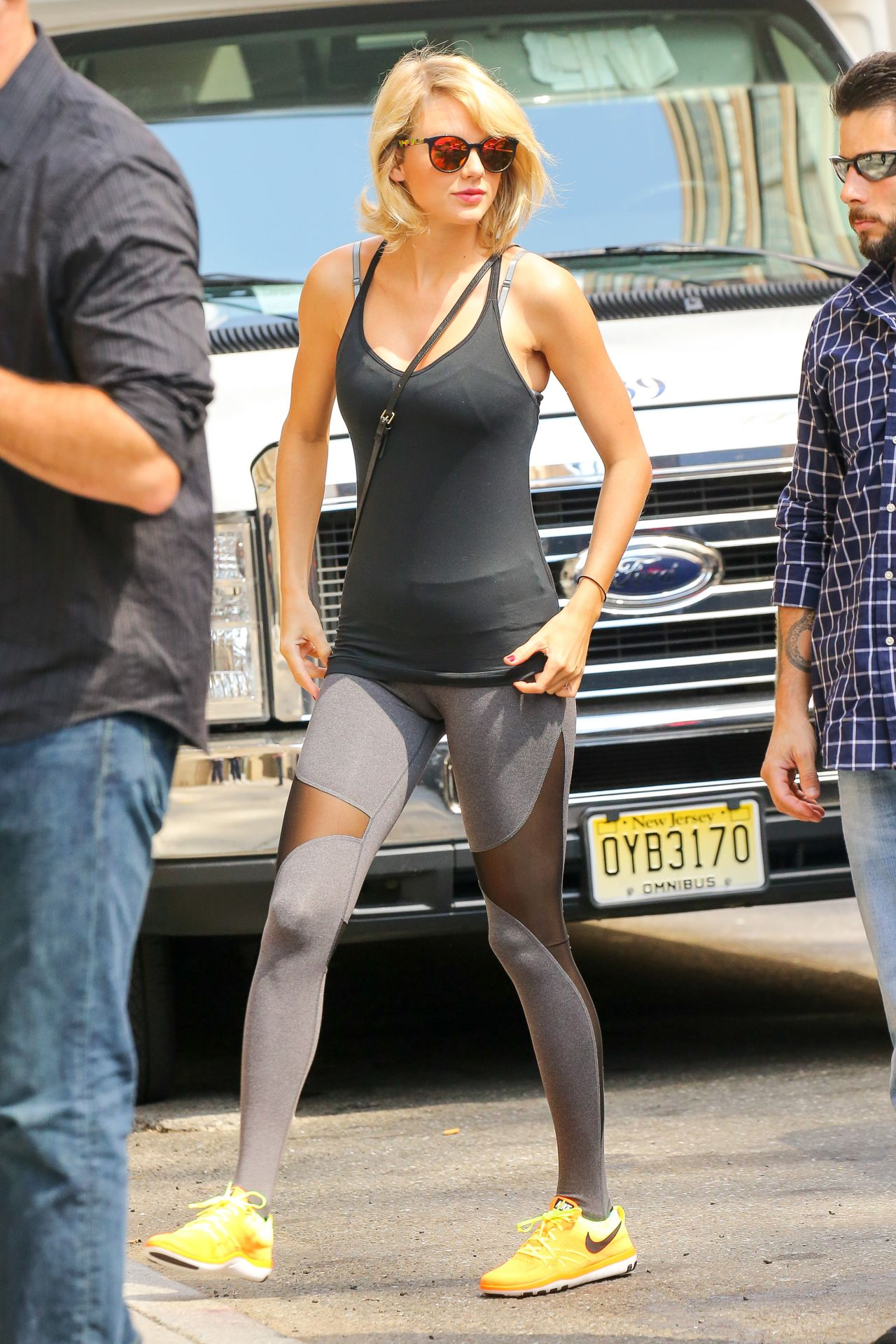 Taylor Swift In Spandex Outside Of Her Gym In New York 8
