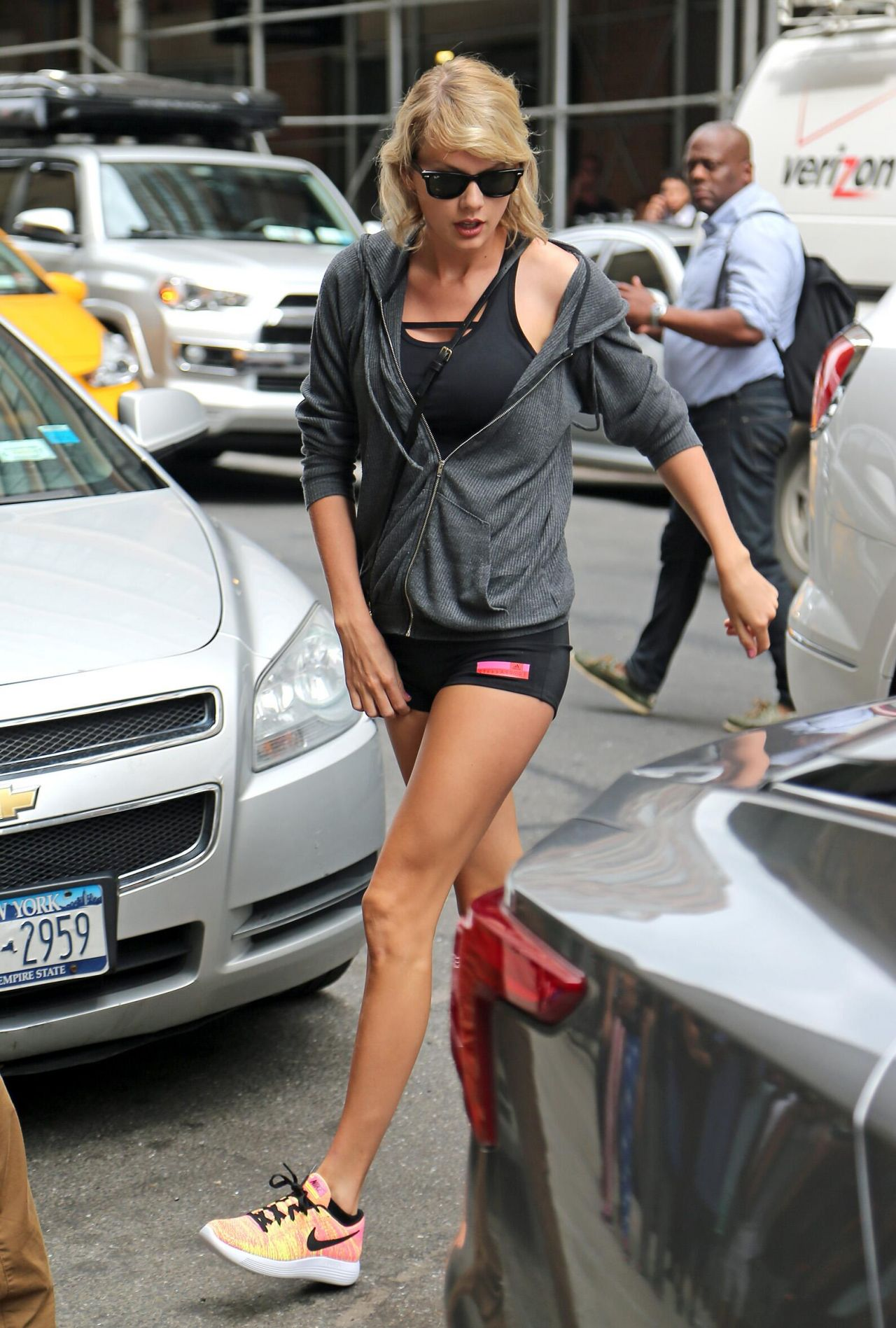 Taylor Swift Shows Off Her Legs Morning Visit To Gym In