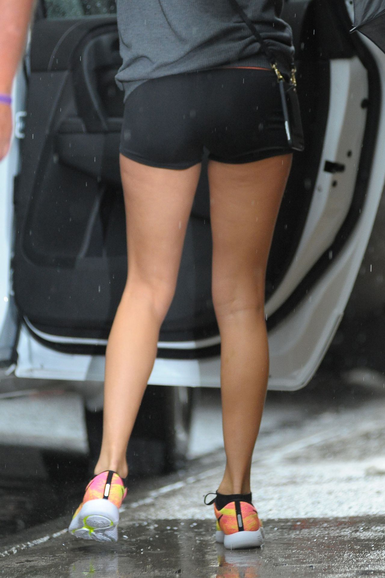 Taylor Swift Shows Off Her Legs - Morning Visit to Gym in ...