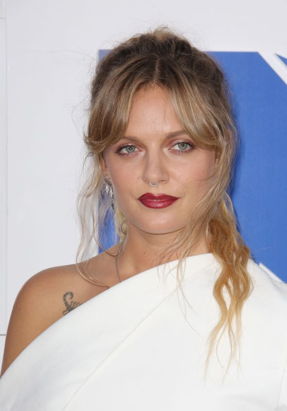 Tove Lo – MTV Video Music Awards 2016 in New York City 8/28/2016