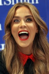 Vicky Pattison - Book Launch at WH Smith in Glasgow 8/1/2016