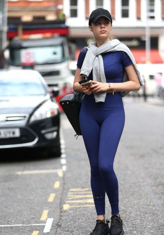Xenia Tchoumitcheva in Tights - London, August 2016